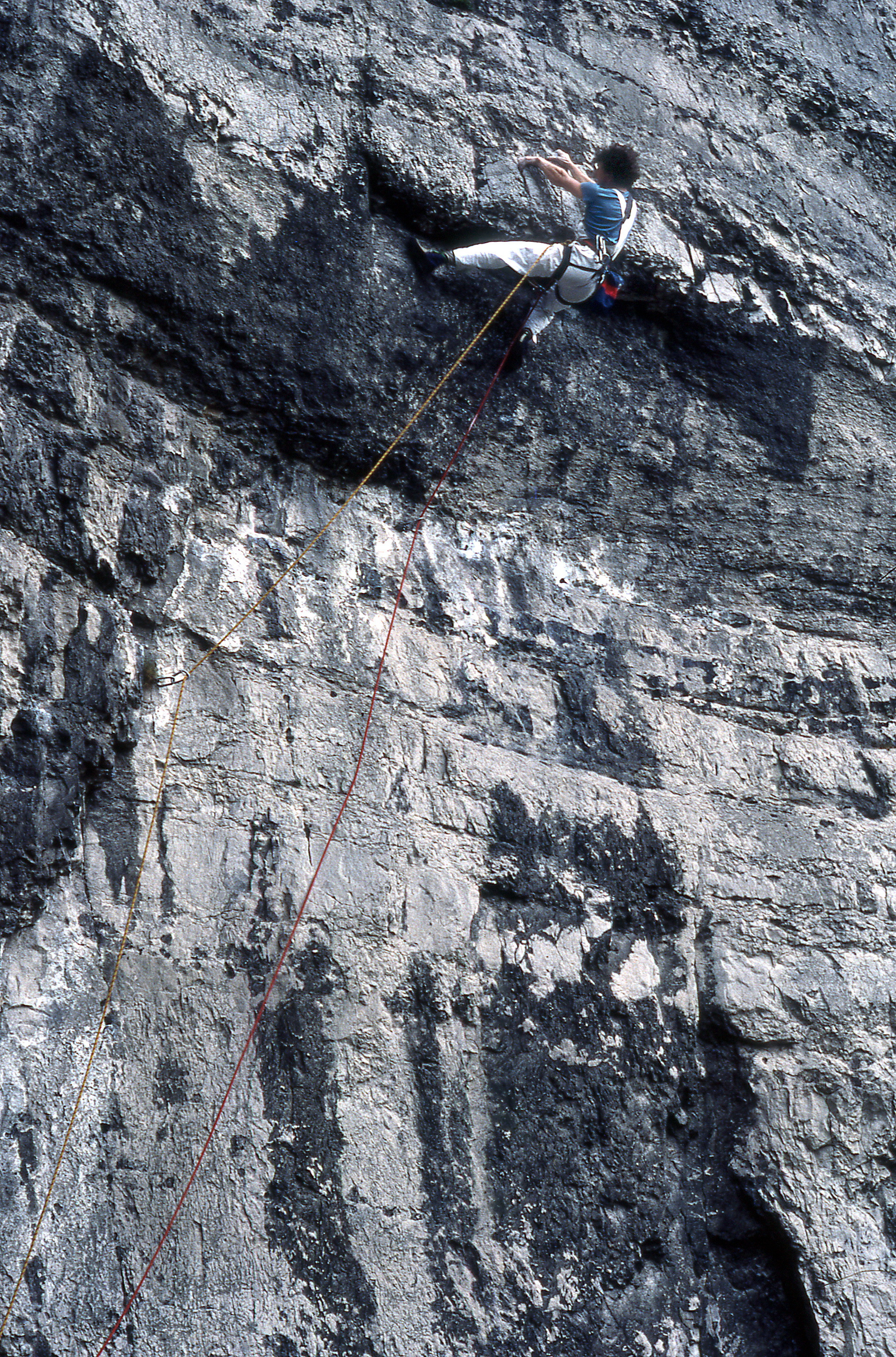 Above: Martin Veale moving round the underclung flake which never did fall off. (Ian Smith).